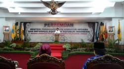 BERI SAMBUTAN: Menteri Pendayagunaan Aparatur Negara dan Reformasi Birokrasi (MenPAN-RB) Republik Indonesia, Yudi Krisnadi menyebut penghematan anggaran oleh pemerintah daerah menjadi dasar pelarangan rapat di hotel.