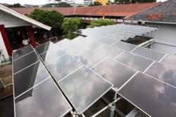PLTS : Salah satu contoh penggunaan pembangkit listrik tenaga surya (PLTS). Di Seruyan, rencananya di daerah yang tidak terjangkau jaringan PLN, akan dipasang PLTS.