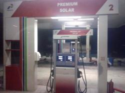 DIKELUHKAN: Sejumlah konsumen mengeluhkan takaran BBM yang dijual petugas SPBU di Jalan Tjilik Riwut, Km 31, Palangka Raya.
