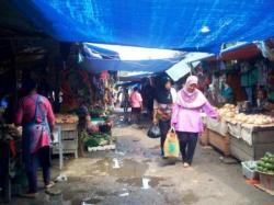 DIBANGUN: Suasana di Pasar Indrasari Pangkalan Bun, Rabu (29/4/2015). Pasar relokasi di Lapangan Bola Sembaga Mas, Kelurahan Baru, Kecamatan kini sudah mulai dibangun. Pasar akan menyediakan 115 lapak.