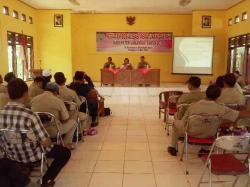 SOSIALISASI PERDA: Suasana sosialisasi peraturan daerah (perda) dan rancangan peraturan daerah (raperda) di Kecamatan Menthobi Raya, Rabu (20/5/2015)