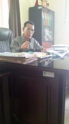 GAGAL TANAM : Kepala Distanbunak Banjar, Dondit Bekti Agustiono, menjelaskan kepada wartawan tentang banjir yang merusak lahan pertanian dan membuat petani Desa Tambak Baru Ulu menunda untuk bercocok tanam, Kamis (21/5/2015).