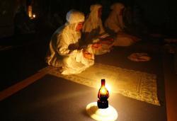 Ilustrasi: Warga masih menggunakan penerangan dari lampu teplok. Dua pekan terakhir ini, aliran listrik warga Desa Keraya, Kecamatan Kumai, Kotawaringin Barat, bermasalah. BORNEONEWS/DOK