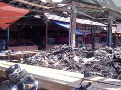 TUMPUKAN SAMPAH : Tumpukan sampah di sudut Pasar Kemakmuran Kotabaru, Kalsel terlihat kumuh. Parktis, menimbulkan bau tidak sedap, sehingga mengundang datangnya lalat.