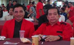 SHD DAN ATU NARANG: Ketua Dewan Penasehat DPC PDIP Kotim Supian Hadi (SHD) bersama Ketua DPD PDIP Kalteng R Atu Narang, dalam sebuah acara partai lambang banteng moncong putih itu, beberapa waktu lalu.