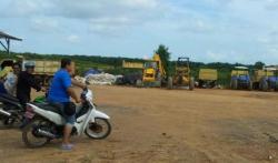 LOKASI PT BRI : Inilah lokasi PT BRI, Kotabaru, Kalsel. Beberapa karyawan bersiap untuk bekerja ke kebun kelapa sawit. Namun sebagian lahan yang digarap PT BRI disengketakan oleh warga Desa Sebanti.