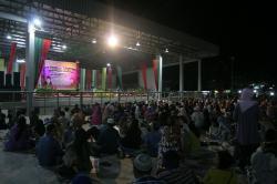 TABLIGH AKBAR: Wakil Bupati Mura, Darmaji saat menyampaikan sambutan pada Tabligh Akbar dalam rangka memperingati Isra Miraj yang dilaksanakan di Stadion Mini Kota Puruk Cahu, Rabu (27/5/2015) malam.