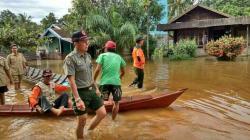 Tim BPBD Kotim saat meninjau lokasi banjir di salah satu wilayah Kotim, beberapa waktu lalu.