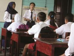 SISWA BARU: Sejumlah siswa SMP N 4 Mendawai Seberang, sedang memberikan pengarahan kepada siswa baru. Selama bulan Ramadan, semua sekolah di Barito Selatan diliburkan. BORNEO/DOK