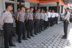 PENGAMANAN kantor Komisi Pemilihan Umum Kalimantan Tengah di Jalan Jenderal Sudirman, Kota Palangka Raya. Polisi berjaga-jaga karena ada isu unjuk rasa kubu pasangan calon gubernur WIBAWA yang kalah dalam Pilgub Kalteng.