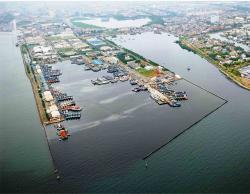 PELABUHAN BATANJUNG : Salah satu pelabuhan di Batam. Sementara itu, sejumlah investor dari Jakarta yang bakal berinvestasi di Pelabuhan Batanjung, Kabupaten Kapuas. Salah satunya, PT Artha Graha Group