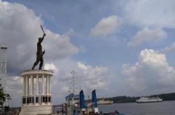 KOTA SATELIT: Nampak patung Panglima Utar di pelabuhan Kumai. Pemerintah Kabupaten (Pemkab) Kotawaringin Barat (Kobar) untuk menjadikan Kecamatan Kumai sebagai Kota Satelit.
