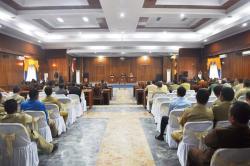 RAPAT PARIPURNA : Suasana rapat paripurna yang digelar di Aula DPRD Kobar, beberapa waktu lalu. Mulai pekan depan, Eko Prabowo menjabat sebagai Sekwan, setelah mendapat restu dari pimpinan DPRD.