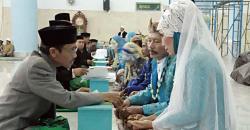 PENGHULU : Puluhan penghulu menikahkan ratusan pasangan secara massal di Jakarta beberapa waktu lalu. Sementara itu, warga Desa Teluk Mampun, Kecamatan Dusun Selatan mendambakan kehadiran penghulu resmi dari Kemenag Barsel di desa mereka.