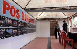 POS BERSAMA : Kapolres Kobar Ajun Komisaris Besar Polisi Heska Wahyu Widodo (kiri) dan Wabup Kobar Bambang Purwanto saat meninjau Pos Bersama di Jalan Iskandar, samping Kantor Polsek, Rabu (26/8/2015).