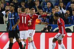 LOLOS PLAY-OFF: Para pemain Manchester United tengah melakukan selebrasi gol yang dicetak oleh Wayne Rooney (menunjuk) setelah mengalahkan Club Bruges 4-0, Kamis dini hari kemarin (27/8/2015).