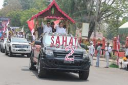 PILKADA DAMAI : Arak-arakan mobil pasangan calon bupati dan wakil bupati Kotim ketika mengikuti deklarasi pilkada damai yang digelar KPU setempat di kawasan Taman Kota Sampit, belum lama ini.