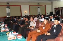 PARIPURNA ISTIMEWA : Unsur Pimpinan DPRD Bartim Ariantho Muler dan Raran bersama Kepala Daerah dan FKPD setempat duduk bersama mendengarkan pidato kenegaraan di salah satu kegiatan, beberapa waktu lalu