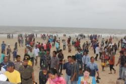Polisi Air Siaga di Pantai Ujung Pandaran Selama Libur Lebaran