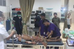 KERACUNAN GAS: Salah satu dari delapan korban gas beracun terbaring di RSUD Kuala Kurun, Gunung Mas, Kamis (8/10/2015).