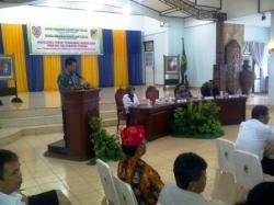 SOSIALISASI : Bupati Barito Utara Nadalsyah memberikan sambutan sekaligus membuka Sosialisasi Forum Pembaruan Kebangsaan dalam rangka menyambut pemilu kada serentak, di Balai Antang, Muara Teweh, Kamis (26/11/2015).