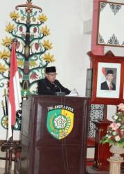 LAPORAN : Jubir Banggar Alfian Batnakanti menyampaikan laporan banggar DPRD saat Sidang Paripurna ke-16, Senin (26/11/2015).
