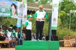 SAMBUTAN : Bupati Lamandau Marukan saat menyampaikan sambutan pada kegiatan Bulan Menanam Nasional, belum lama tadi.