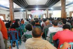 BIMTEK PILGUB: Tampak puluhan peserta bimbingan teknis (bimtek) Panitia Pemungutan Suara (PPS) dan petugas Tempat Pemungutan Suara (TPS) di Barito Selatan dalam menghadapi pemilihan gubernur (pilgub) Kalimantan Tengah (Kalteng) 2015, di Aula KPU Barsel, di Buntok, Minggu (29/11/2015)