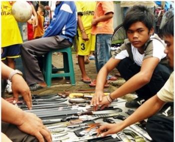 Polisi Akan Cek Izin Penjualan Senjata Tajam