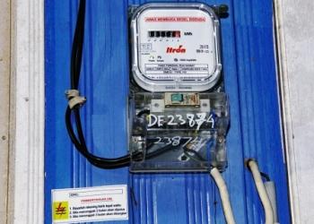 Meteran listrik di rumah warga. Manager PT PLN Rayon Pangkalan Bun, Purwanto, Jumat (9/12/2016), mengeluhkan banyaknya pelanggan menunggak pembayaran listrik. BORNEONEWS/IRWANSYAH