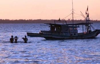 Keluarga Nelayan Hilang Gelar Doa Bersama