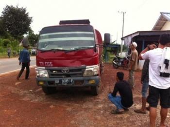 Truk yang menabrak Kardiansyah. (foto: Untung)