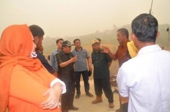 KUNJUNGAN KERJA : Sejumlah anggota DPRD Barut saat melakukan kunjungan kerja ke desa yang ada di kabupaten tersebut.