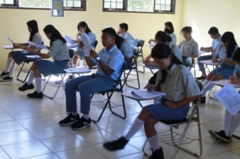 TRY OUT : Sejumlah siswa SMA di Kuala Kurun, Gunung Mas, Kalteng, ketika mengikuti try out, Januari 2016 lalu. Di Bartim juga akan menggelar kegiatan serupa pada 15 Februari mendatang, dalam rangka mempersiapkan mental dan kemampuan siswa dalam menjalani