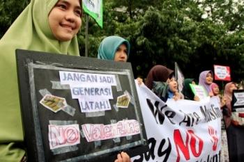 TOLAK VALENTINE DAY : Aktivis yang menamakan diri Quranic Generation (Q-Gen) melakukan kampanye Tolak Valentine saat pelaksanaan Car Free Day di Bundaran HI, Jakarta Pusat, beberapa waktu lalu. Kampanye tersebut bertujuan untuk mengajak warga Muslim untuk