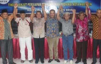 Marukan (tengah) ditunjuk sebagai koordinator lima bupati, menggantikan Ujang Iskandar.