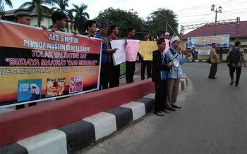 Penjualan kondom di Kota Sampit meningkat hingga 80 persen menjelang Valentine Day. BORNEONEWS/EMI
