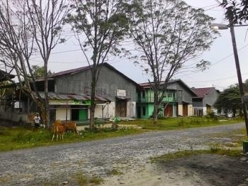 KAWASAN LIK : Kompleks Industri Rumah Tangga LIK Pasir Panjang terlihat sepi dari kegiatan industri, Jumat (12/2/2016). Sejumlah bangunan di kompleks tersebut umumnya hanya dijadikan tempat tinggal oleh warga pengelolanya.