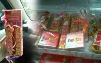 Beli coklat dapat kondom. FOTO: Lensa Indonesia