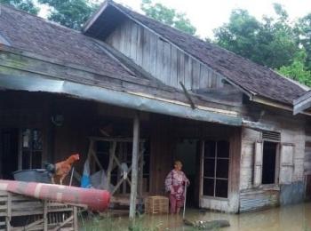 Diguyur Hujan Lebat Selama 12 Jam,  Sebagian Kota Ampah Terendam