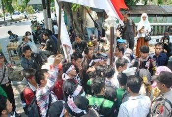 Pedagang Pasar Baimbai Demo ke DPRD