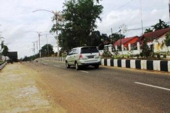 JALAN A YANI : Program pelebaran jalan yang akan dilaksanakan di kawasan Jalan Ahmad Yani mendapat penolakan dari sejumlah masyarakat yang terkena program pelebaran. Para warga menilai rencana tersebut kurang tepat dilaksanakan karena masih banyak pekerja