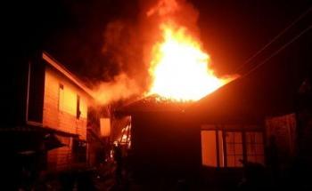 Rumah Bambang di Muara Laung habis terbakar. (foto: Trisno)