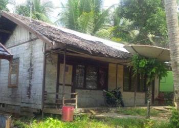 Rumah dinas guru yang sudah tidak layak huni di Murung Raya. (foto: Trisno)