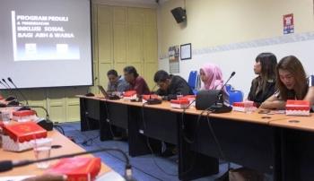 Workshop untuk jurnalis bertema 'Pentingnya isi Berita Berimbang terhadap Kelompok Marginal termasuk Waria', di Aula Bappeda Kota Palangka Raya, baru-baru ini. BORNEONEWS/MUCHLAS ROZIKIN