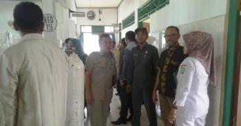 Ketua Komisi III DPRD Kabupaten Kotim Rimbun, bersama anggota komisinya, saat meninjau fasilitas kesehatan di RSUD dr Murjani Sampit, baru-baru ini. BORNEONEWS/RIFQI