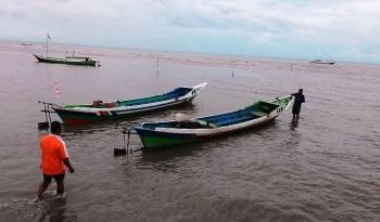 Nelayan di Kecamatan Pantai Lunci, Kabupaten Sukamara sedang siap-siap ingin berangkat melaut untuk menangkap ikan. BORNEONEWS/MG-13