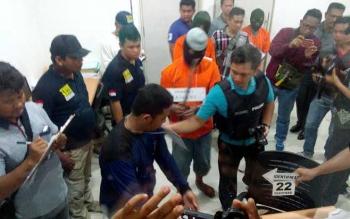 Olah TKP dengan melibatkan para perampok dealer mobil Honda Trio Raya, di Palangkaraya. BORNEONEWS/BUDI YULIANTO