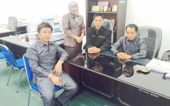Sejumlah Anggota DPRD Barito Utara disalah satu ruang komisi DPRD setempat. Dari Kiri : Mustafa Joyo Muchtar, Leni Marlina, Lahmudin dan Sastra Jaya. BORNEONEWS/RAMADANI