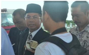 Bupati Seruyan Sudarsono didampingi Kepala Disdikpora Seruyan Hartasima ketika menyampaikan informasi bahwa jalannya sektor pendidikan di Seruyan masih lemah. BORNEONEWS/PARNEN